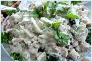 легкий и сытный салат из отварной грудки