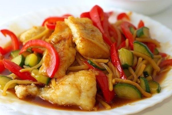 Рыбное филе тушеное с овощами