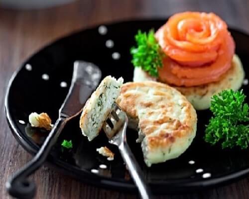 Диетические сырники со свежей зеленью