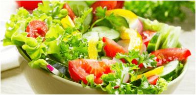 Летний салат из молодой зелени