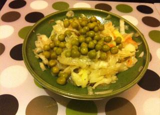 салат с капустой и горошком