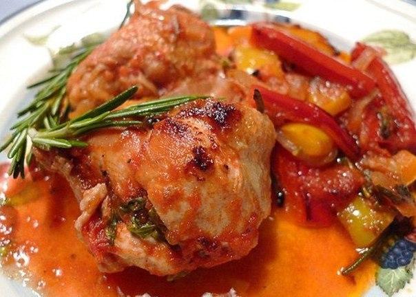 Тушеное куриное филе со сладким перцем