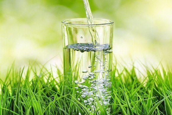 В чем польза от утреннего стакана воды