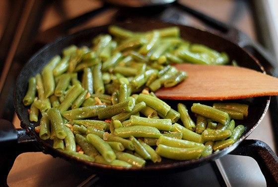 Зеленая фасоль с чесноком на гарнир