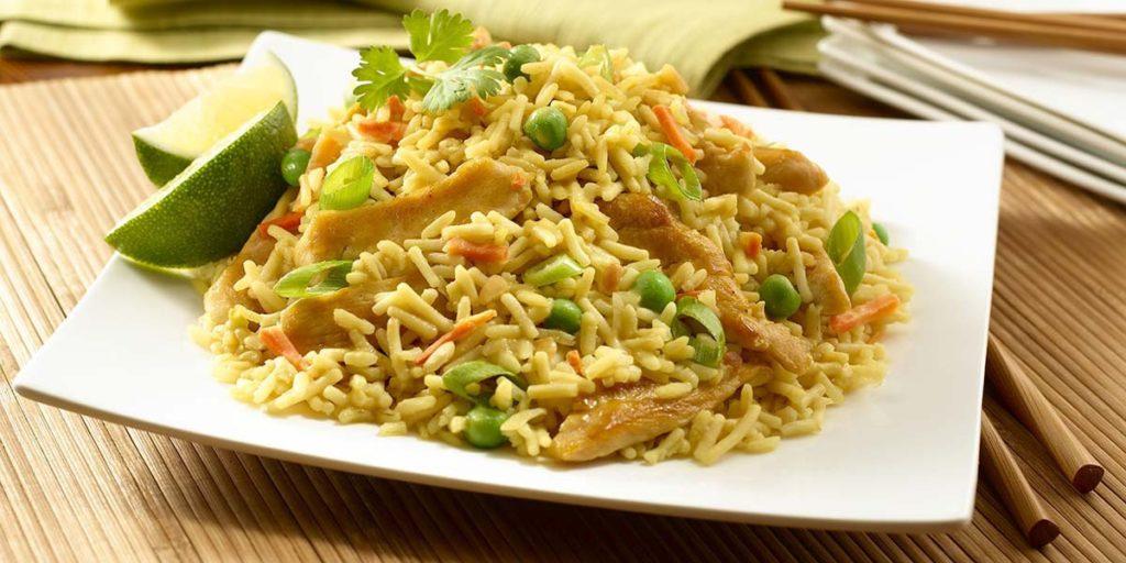 Рис с курицей и овощами на обед