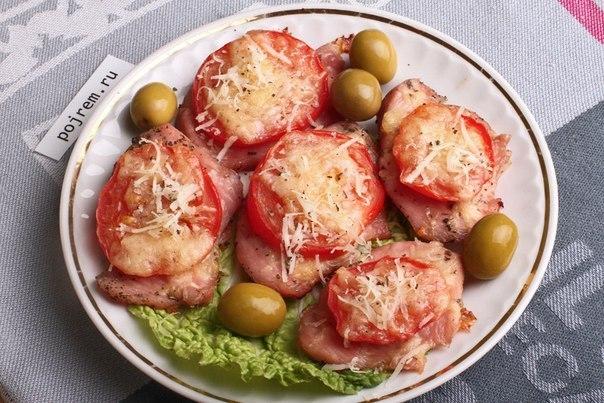 Индейка в пароварке с помидорами и сыром