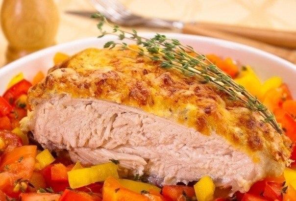 Куриная грудка под йогуртовым соусом с сыром