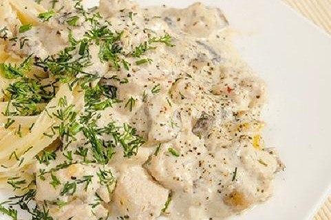 Куриное филе с грибами в сырно-сливочном соусе