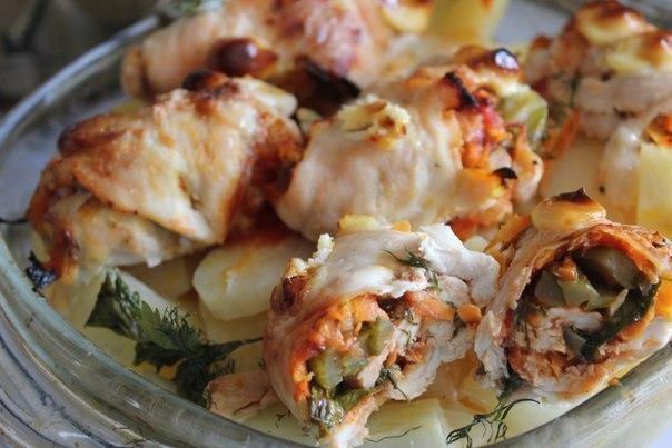 Куриные роллы с морковью, луком и солёными огурчиками