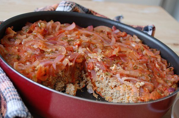 Низкокалорийная рыбная запеканка с томатной подливой