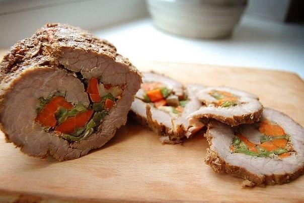 Рулет мясной с овощами