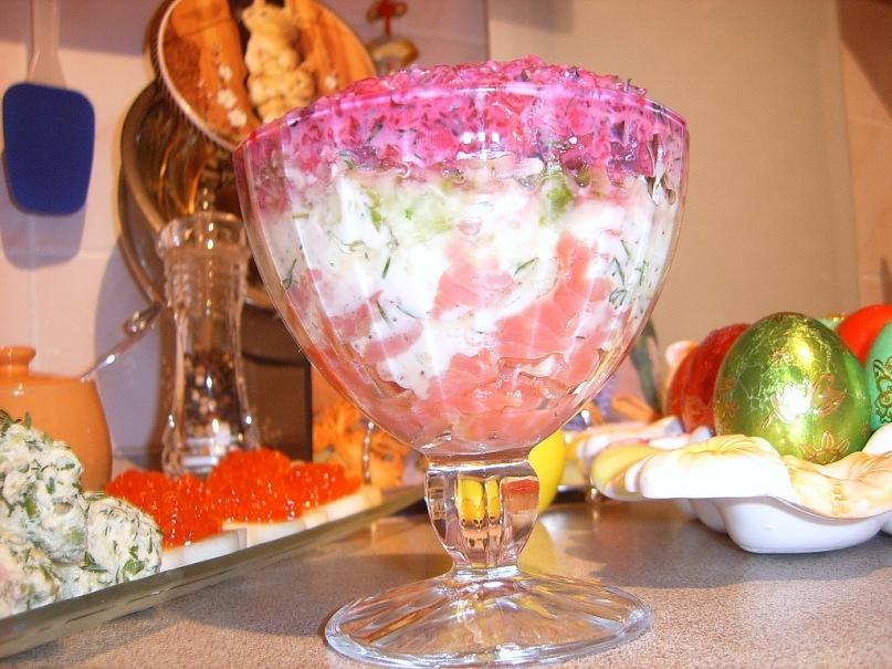 Салат- коктейль с форелью и йогуртной заправкой