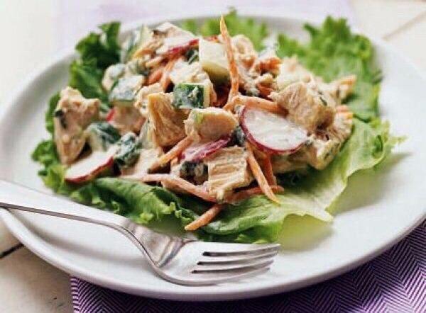 Салат питательный с курицей