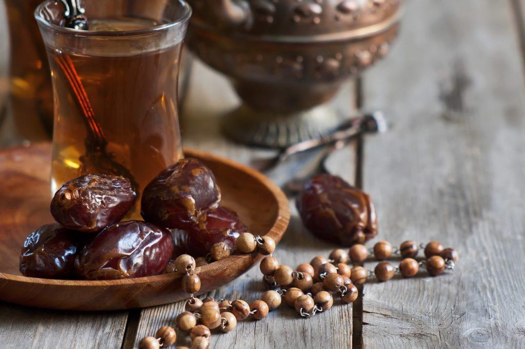 Чай имбирный с фиником, гвоздикой и мёдом