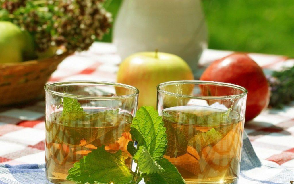 Чай со свежими яблоками