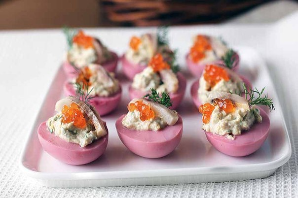 Яйца, фаршированные сельдью