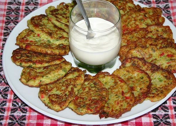 Кабачковые оладушки с болгарским перцем