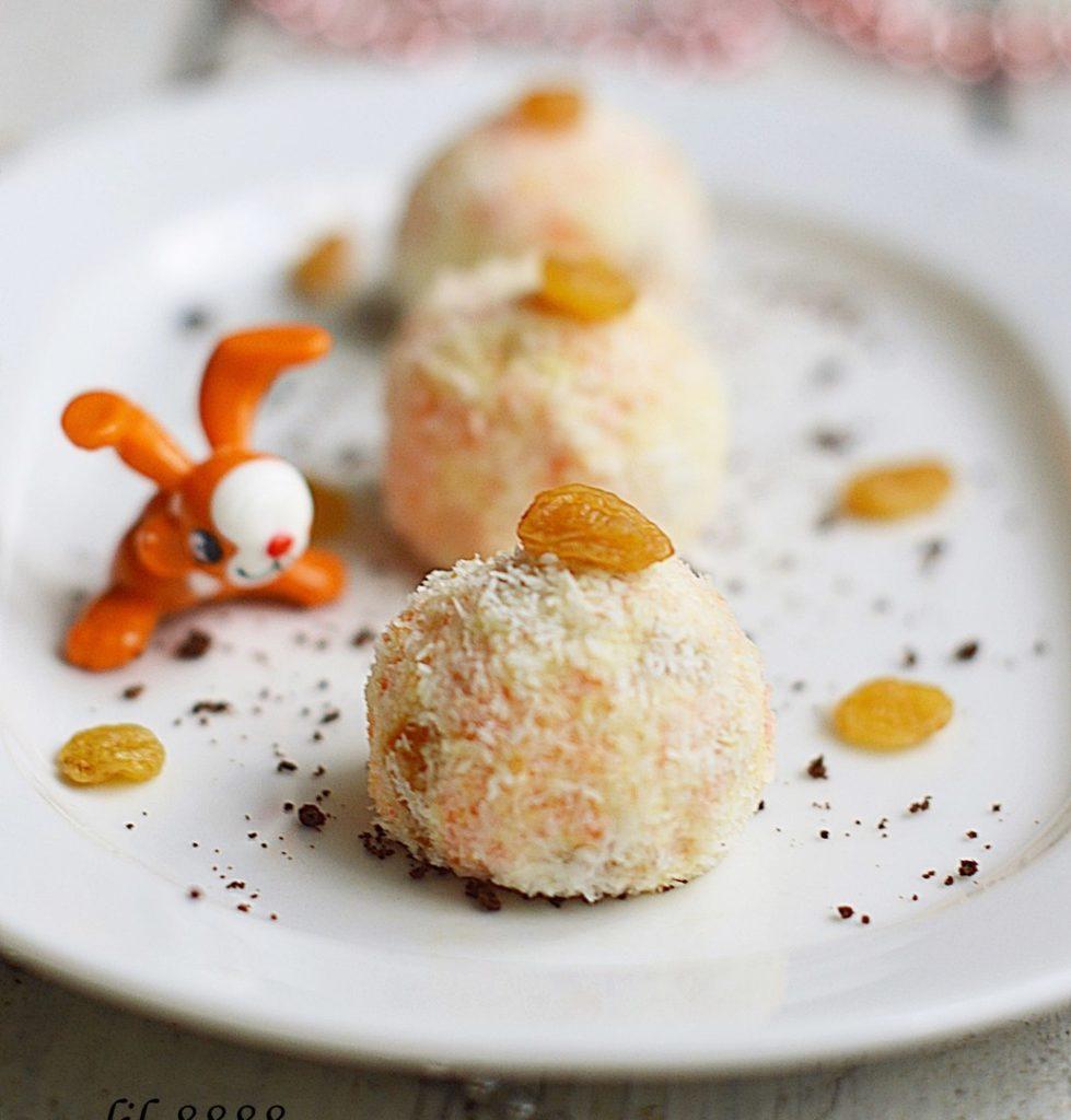 Творожные шарики с морковью и изюмом