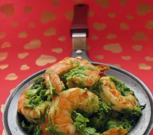 Креветки, запеченные в зелeном соусе