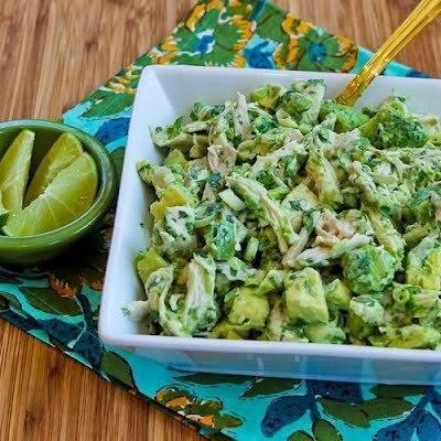 Куриный салат с авокадо и кинзой