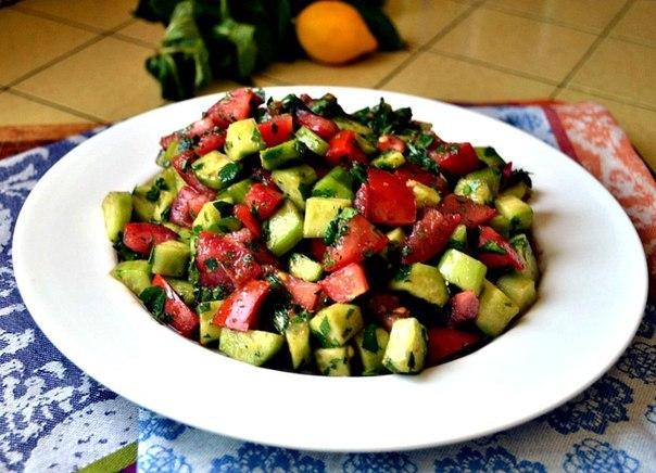 Освежающий салат с мятой