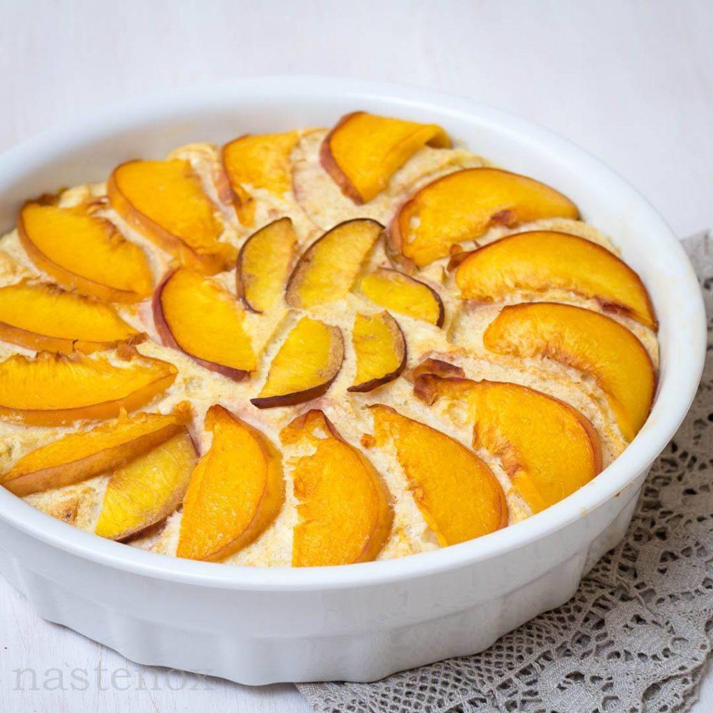Творожная запеканка или пирог с фруктами
