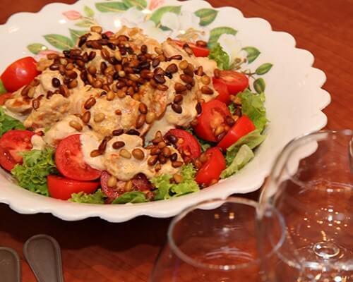 Теплый салат с королевскими креветками