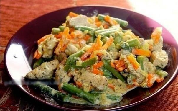 салат со стручковой фасолью и курицей