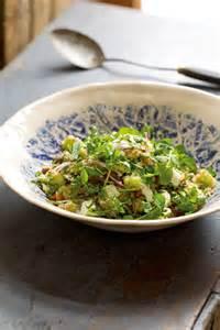 Салат из крапивы с грецкими орехами