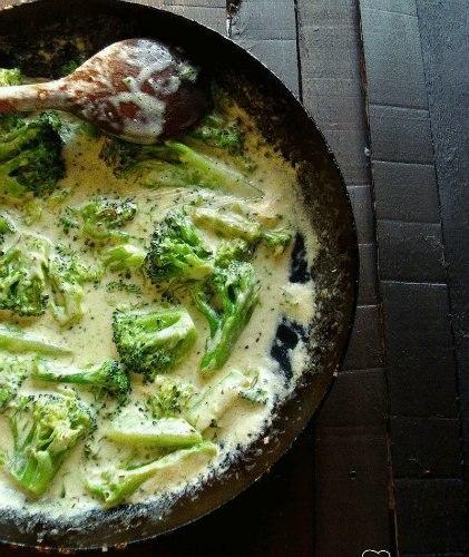 Брокколи в творожно-чесночным соусом