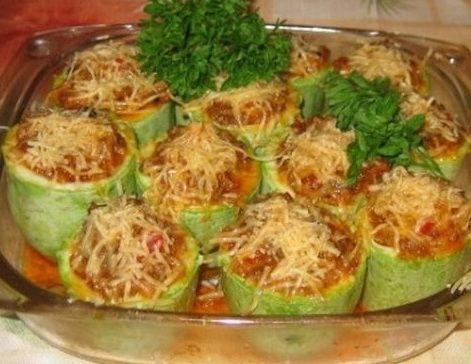 Кабачки, фаршированные овощами и мясом