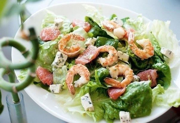 Салат с креветками с мятной заправкой