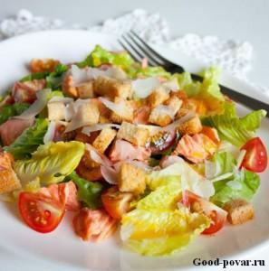 Теплый салат с курицей и помидорами