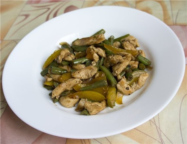 Тёплый салат с курицей,