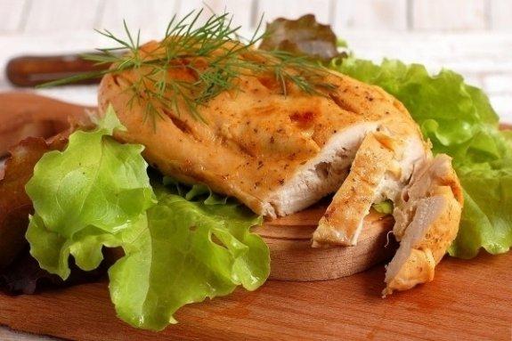 Куриные стейки в овощах в мультиварке