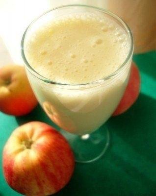 Яблочный коктейль с кефиром на вечер