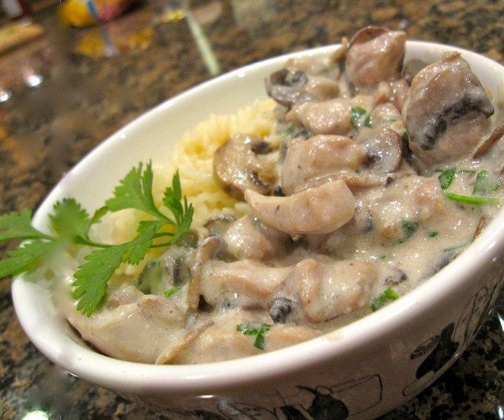 Курица с грибами в сметанном соусе в мультиварке рецепт с фото