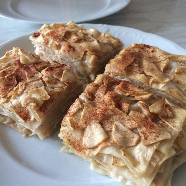 Яблочно-медовый десерт из лаваша без выпечки