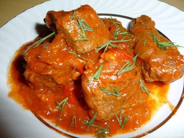 Говядина, тушеная в томатном соусе