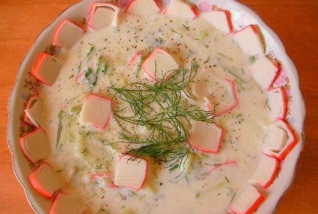 Кефирный суп с крабовыми палочками