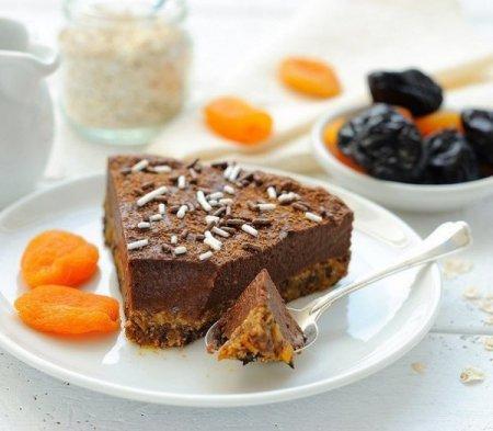 Пирог с сухофруктами и кремом без выпечки