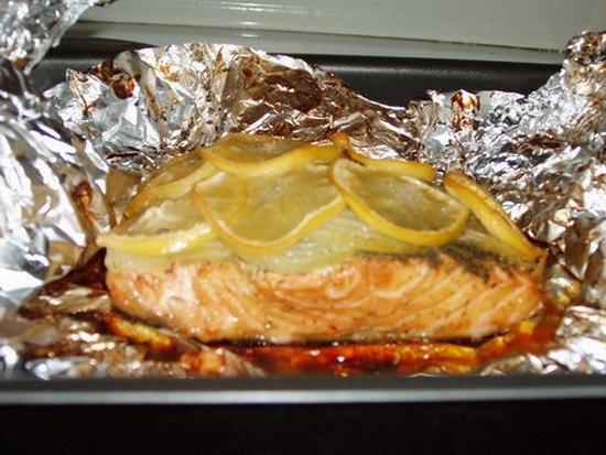 Рыбка, запеченная с лимоном