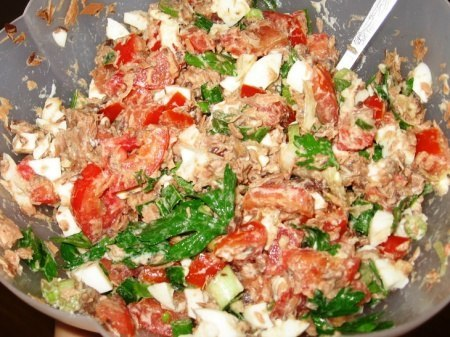Салат из тунца и зерненого творога