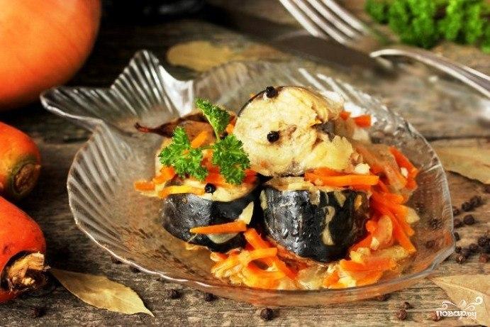 Тушеная скумбрия с луком и морковью