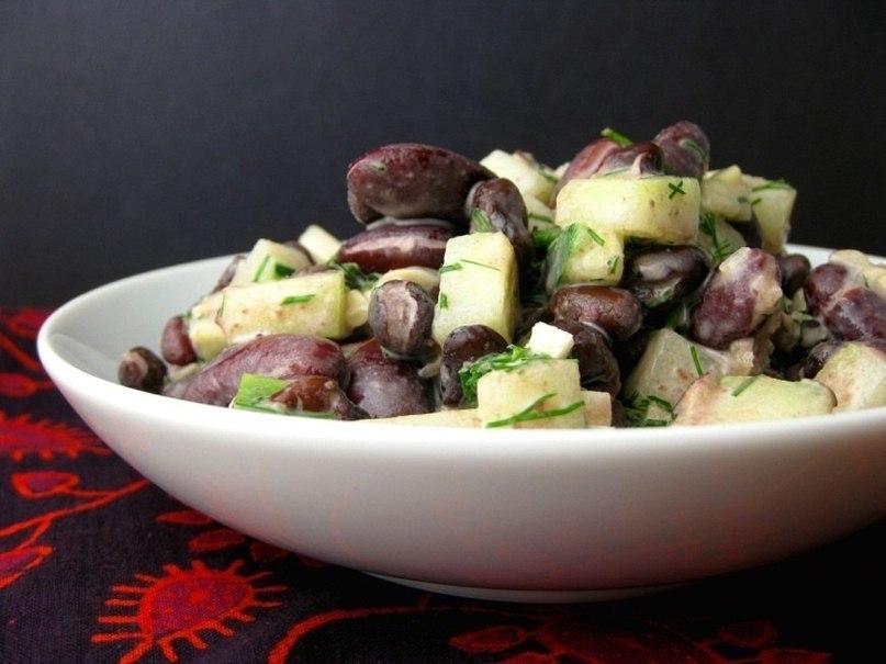 Легкий салат с фасолью