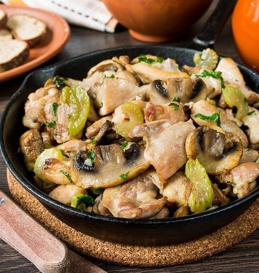 Соте из курицы и грибами