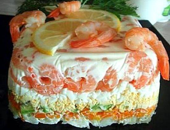 Фитнес-салат с креветками и авокадо