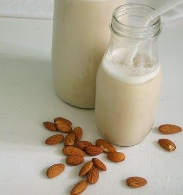 Ванильное миндальное молоко